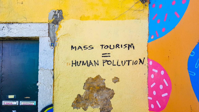 Surtourisme : 4 impacts majeurs sur l'environnement