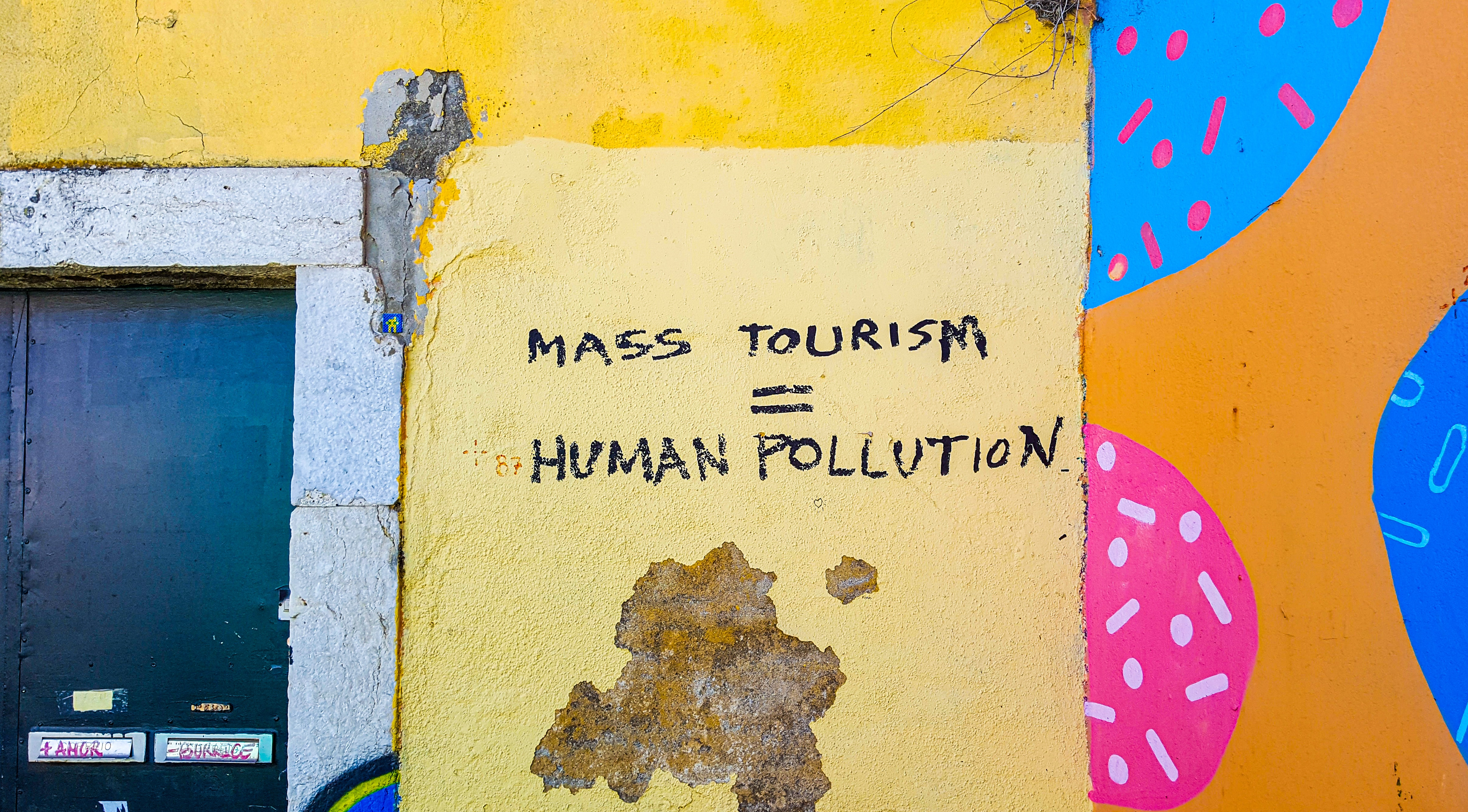 Overtourism: 4 major impacts on the environment